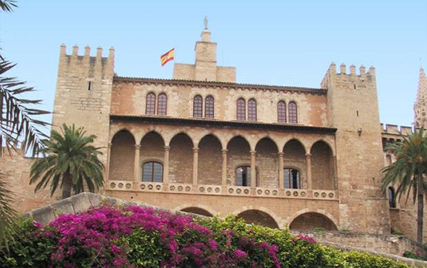 Il palazzo reale della almudania isola di maiorca for Palma de maiorca dove soggiornare